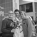 Zwemwedstrijden in Den Bosch , v.l.n.r. Ada Kok , John Thurly (Engeland), Betty , Bestanddeelnr 918-9065.jpg