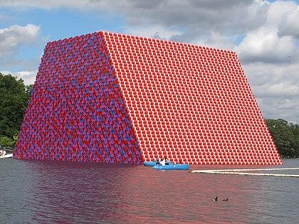 The London Mastaba (Christo et Jeanne-Claude)