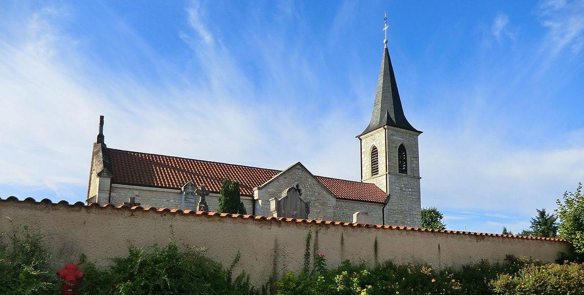 Église de Blyes et mur du cimetière.