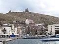Балаклава. Вид на Генуэзские башни. На Набережной - дача Марецкой..JPG