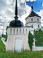 Ограда с башнями, набережная Тьмака, 1 (2).jpg