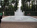 Четвертый фонтан главной аллеи.JPG