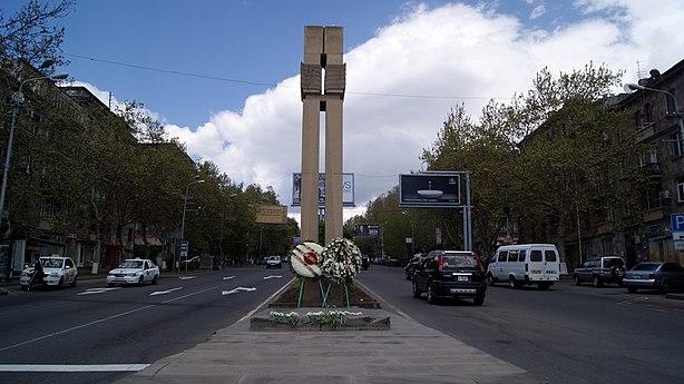 Շուշիի ազատագրման 15-ամյակի հուշարձան-կոթող (2).jpg