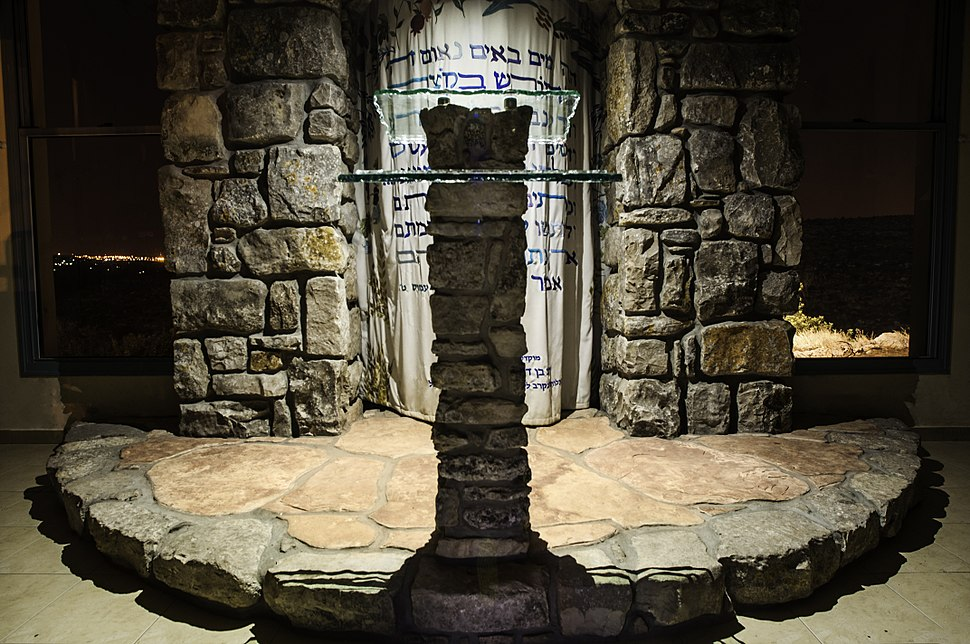 עמוד תפילה בבית הכנסת
