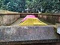 বাঘা মসজিদের সম্মুখভাগের মাজার (৪).jpg