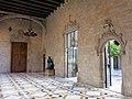 055 Generalitat, galeria gòtica, tocant al pati dels Tarongers.JPG