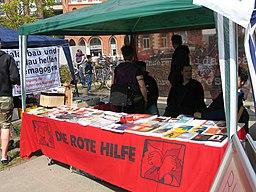 1. Mai 2013 in Hannover. Gute Arbeit. Sichere Rente. Soziales Europa. Umzug vom Freizeitheim Linden zum Klagesmarkt. Menschen und Aktivitäten (222)