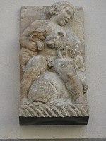 1160 Hasnerstraße 111 - Reliefplastik Kind mit Tier 1932 IMG 0476.jpg