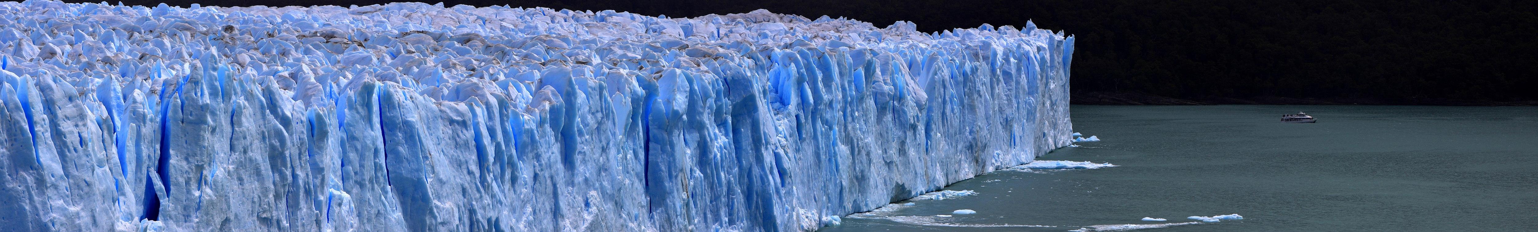 159 - Glacier Perito Moreno - Bateau et glacier - Janvier 2010.jpg