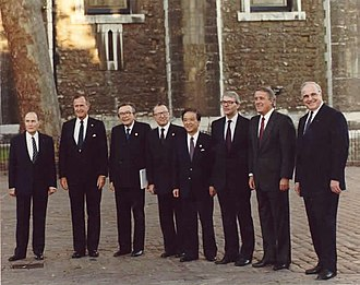 Toshiki Kaifu - with leaders of the G7 (at the 17th G7 summit on 15 July 1991)