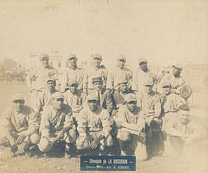 Martín Dihigo - Dihigo (front row, center) on club Almendares.
