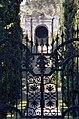 1993-1994-Giardino Giusti (Verona)-testo e photo Paolo Villa-nB04 Viale principale, grotta centrale, scalinata con fuga prospettica di cipressi, arco a tutto sesto, colle calcareo San Pietro, Kodak EktachromeElite 100 5045 EB 100.jpg