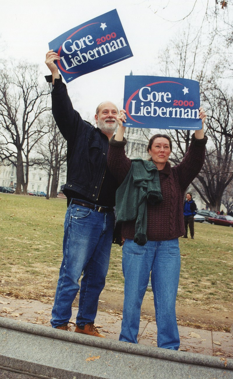 20.ElectionProtest.USSC.WDC.11December2000 (21746677994).jpg