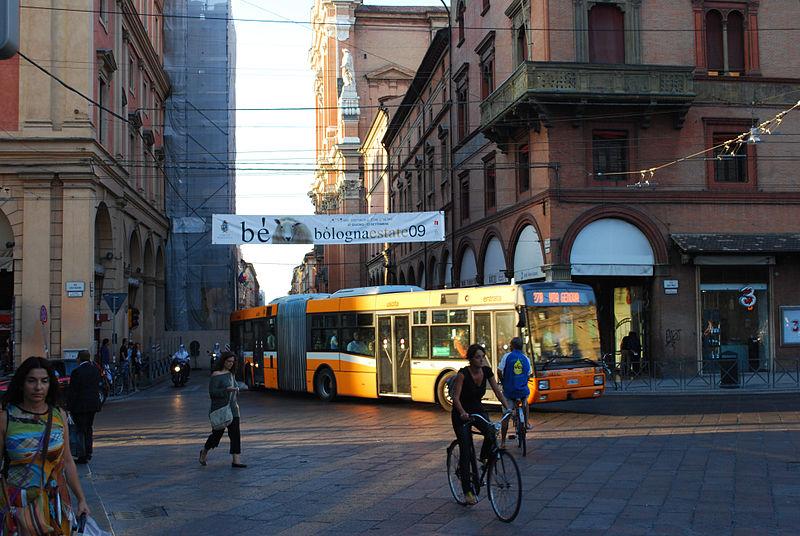 Transporte público em Bolonha.