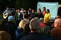 2012-05-09 (09) Schüler der Tellkampfschule in Hannover und ihr Lehrer mit einer musikalischen Begleitung.jpg
