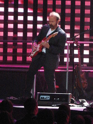 Daryl Stuermer - Stuermer performing with Genesis in 2007