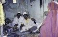 ASC Leiden - van Achterberg Collection - 1 - 278 - Un marchand de perles haoussa avec une balance sur le marché - Nouakchott, Maurétanie - 9-29 novembre 1996.tif