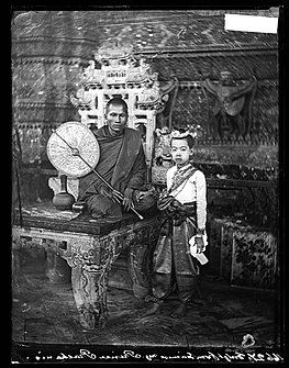 A Siamese bonze (Buddhist Priest) with a royal pupil, Siam Wellcome L0055536.jpg