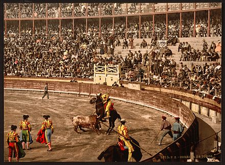 A bull fight, Barcelona, Spain-LCCN2001699359.jpg