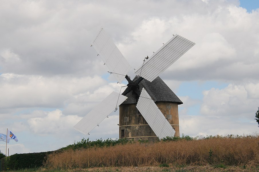 A lovely traditional windmill near Auxerre (Mige)