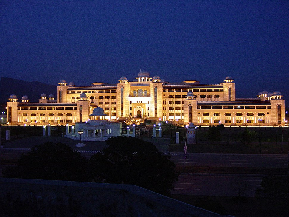 A night side view of Prime Minister%27s Secretariat Building