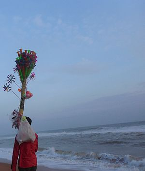 Shankumugham Beach - Image: A toy seller at Shankumugham beach