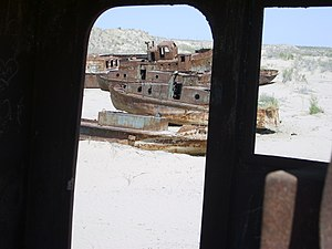 Mo'ynoq - Rusting hulks of trawlers abandoned in Mo'ynoq after the shrinking of the Aral Sea