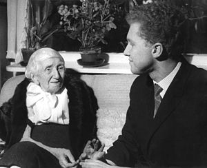 Aino Sibelius - Mrs. Sibelius meeting with the Russian violinist Oleg Kagan on the 100th birthday of Jean Sibelius.