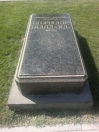 Aleksandr Tamanyan grave 02.jpg