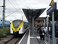 Alstom Coradia Continental in den baden-württembergischen Landesfarben auf der Höllentalbahnim Bahn.jpg