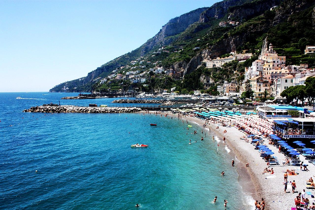 Amalfi, beach - panoramio.jpg