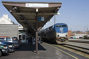 Amtrak Carolinian Stopped at Raleigh NC.jpg