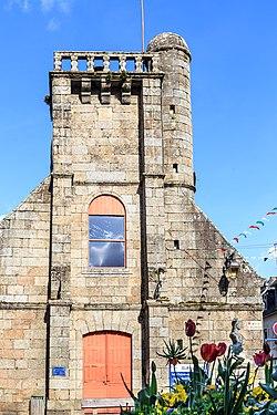 Ancienne église Saint-Jacques Belle-Isle-en-Terre.jpg