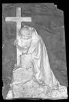 Andrea Malfatti – Figura femminile dolente che cinge la croce.tif