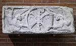 Anonyme - Linteau , Chrisme porté par deux anges - Musée des Augustins - ME 253.jpg