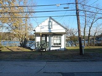 Arthur Dove - The Dove-Torr Cottage from across Centershore Road in November 2017