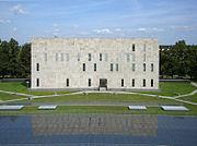 Aussenaufnahme der SLUB Dresden (17932774691) (2).jpg