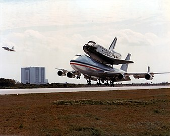 B 747 SCA airplane with Columbia on board before touchdown at KSC.jpg