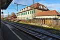 Bahnhofsgebäude Stuttgart-Obertürkheim an der Fernbahntrasse.jpg
