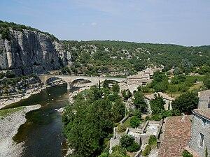 Ardèche - Image: Balazuc pont sur l'Ardèche