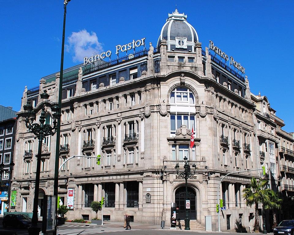 Ficheiro banco pastor vigo jpg wikibooks for Oficinas banco pastor vigo