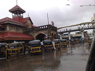 Bandra railway station - Image: Bandra Railway station (West)