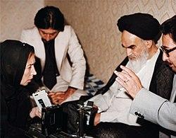 Banisadr Fallaci Khomeini.jpg