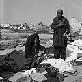 Bazar. Stoisko ze starą odzieżą i tkaninami - Afganistan - 001947n.jpg