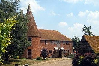 Bough Beech - Image: Becketts Oasts, Tonbridge Road, Bough Beech, Kent geograph.org.uk 1382297
