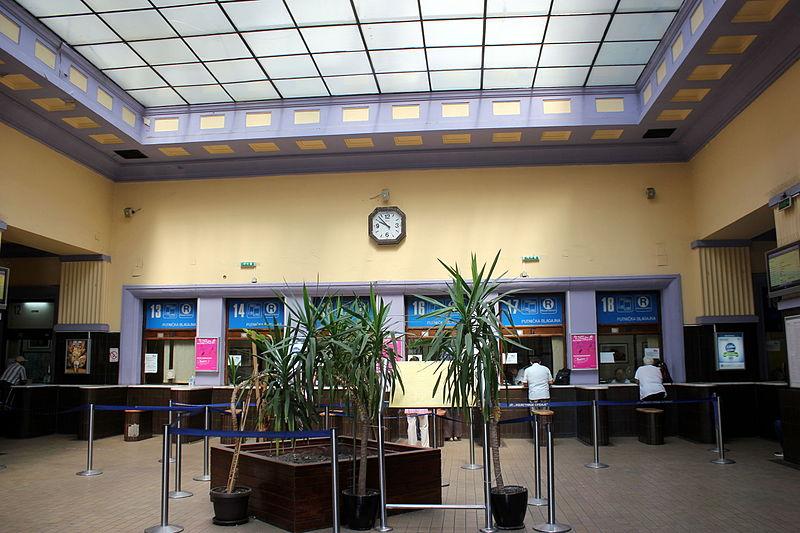 File:Belgrad Hauptbahnhof Halle.JPG