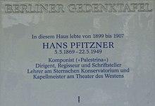 Von der Hans Pfitzner-Gesellschaft im Jahr 2000 gestiftete Berliner Gedenktafel in Berlin-Wilmersdorf, Durlacher Straße 25 (Quelle: Wikimedia)