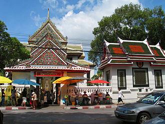Wat Bowonniwet Vihara - View of the temple
