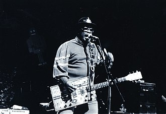 Bo Diddley - Diddley on tour in Japan with the Japanese band Bo Gumbos