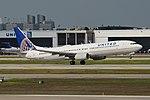 Boeing 737-924ER(w) 'N45440' United Airlines (39813809244).jpg